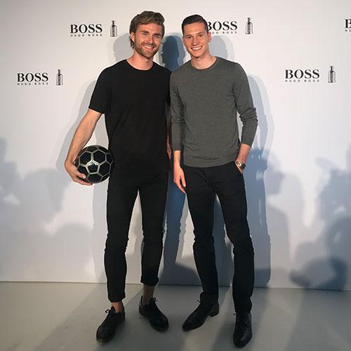 Fussball Freestyler und Model Daniel mit Fussball Weltmeister Julian Draxler